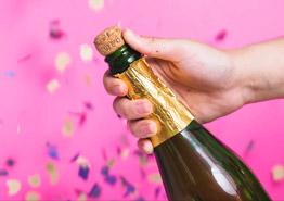 Время пить шампанское – в туризме сразу две хорошие новости