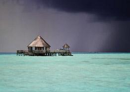 Квест дня: выбраться с Мальдив